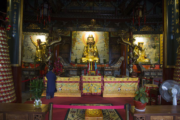 Picture of Woman chanting at the altar of Baopu Temple on Baoshi mountain