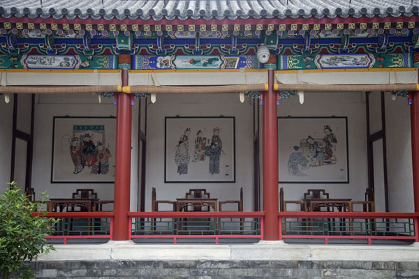 Some of the theatre boxes around the courtyard of the Great Stage | Palacio de Verano | China