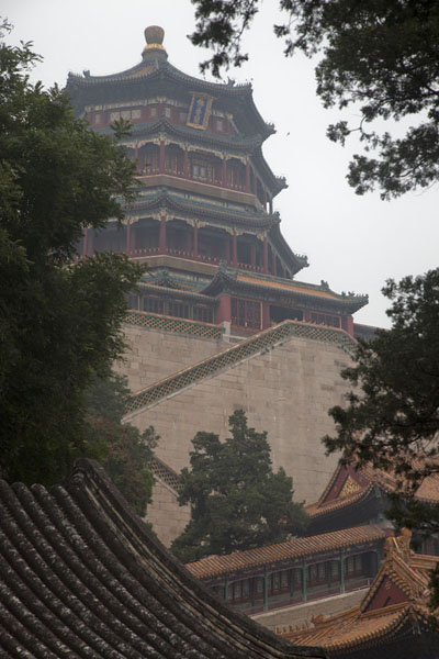 Looking up the Tower of Buddhist Incense | Palacio de Verano | China