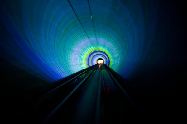 Coloured perspective in the Bund Sightseeing Tunnel | Shanghai | Cina