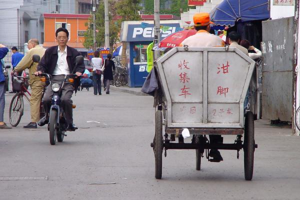 Also garbage collectors use bicycles | Bicicletas chinas | China