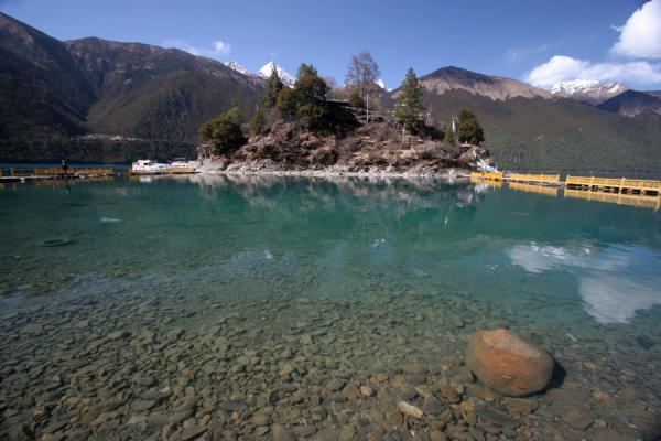 Clear jade water of Draksum-tso with Tsozong monastery | Draksum-Tso | China
