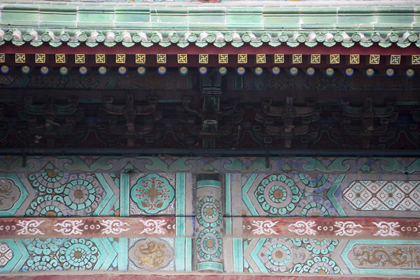 Foto di Close-up of the decorations on the wooden exterior of the Drum TowerPechino - Cina