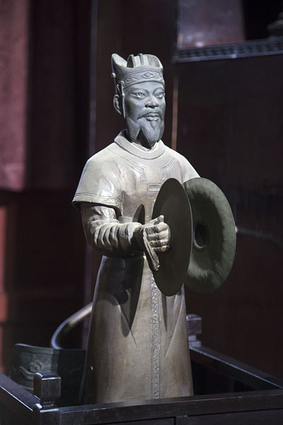 Foto di Statue with musician playing cymbals in the museum of the Drum TowerPechino - Cina