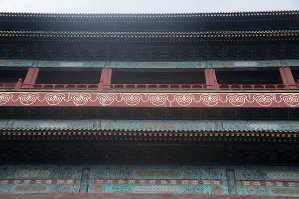 Foto van Looking up the Drum Tower from belowBeijing - China