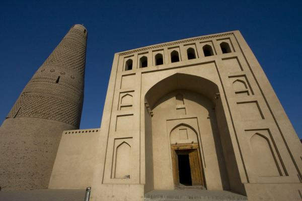Picture of Tall arch entrance to Emin mosque and minaret
