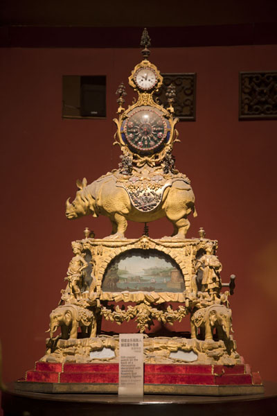 Foto di One of the curious clocks on display in the Clock ExhibitionPechino - Cina
