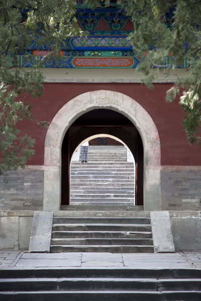 Foto van Stairs and gate at the entrance of Biyun TempleBeijing - China