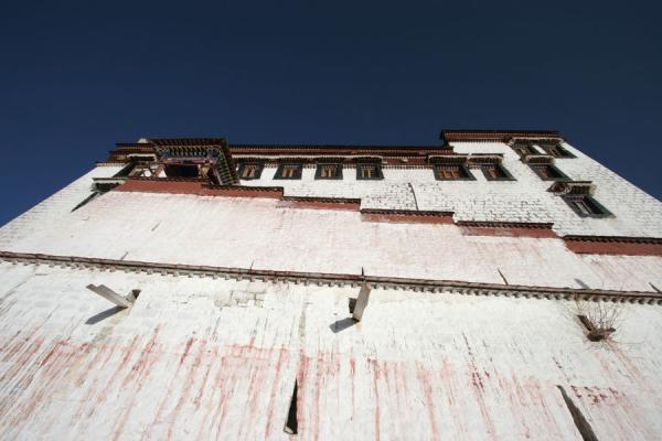 Picture of Ganden Monastery (China): Monastery building at Ganden seen from below