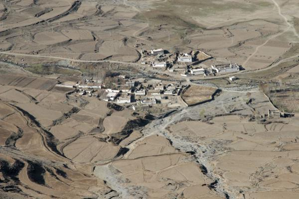 Picture of Ganden Monastery (China): Village in Tashi-chu valley seen from above