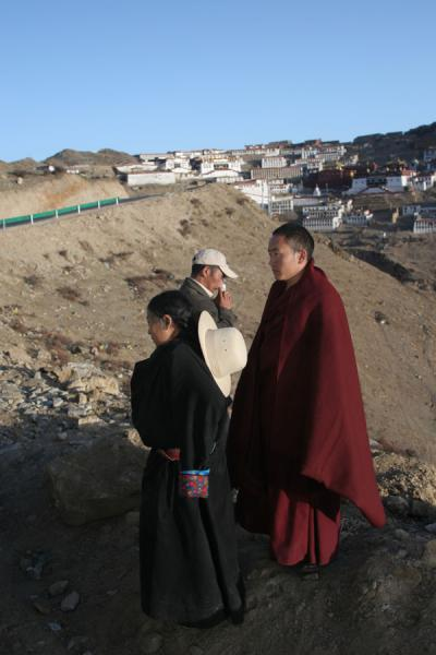 Picture of People getting off the bus before reaching Ganden monastery