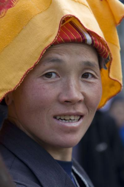 Picture of Gedong market (China): Market woman with colourful head dress