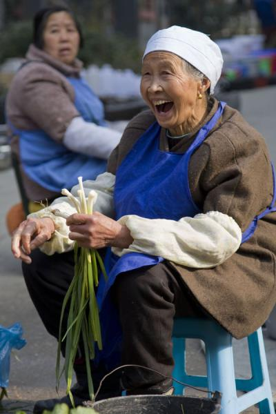 Picture of Gedong market (China): Selling vegetables: joyful market woman