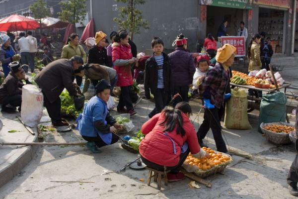 Picture of Gedong market (China): People at the vegetable market in Gedong