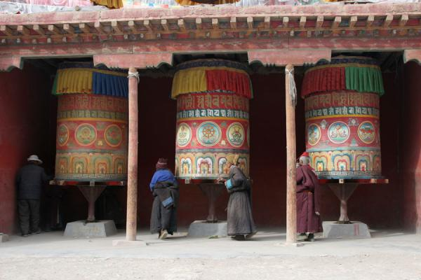 Large colourfully painted prayer wheels at Gyanak Mani | Gyanak Mani | China