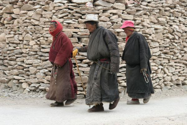 Three old women on their way around the Gyanak Mani | Gyanak Mani | China