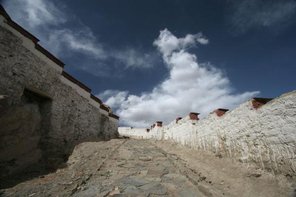 Way up to the fortress | Gyantse fortress | China