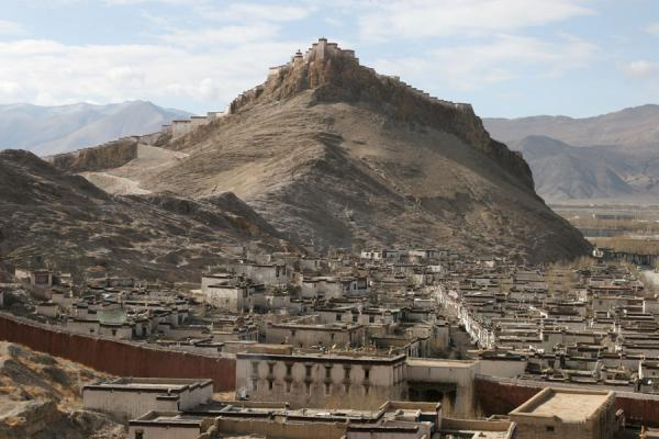 Gyantse fortress and Tibetan area seen from Gyantse monastery | Gyantse fortress | China