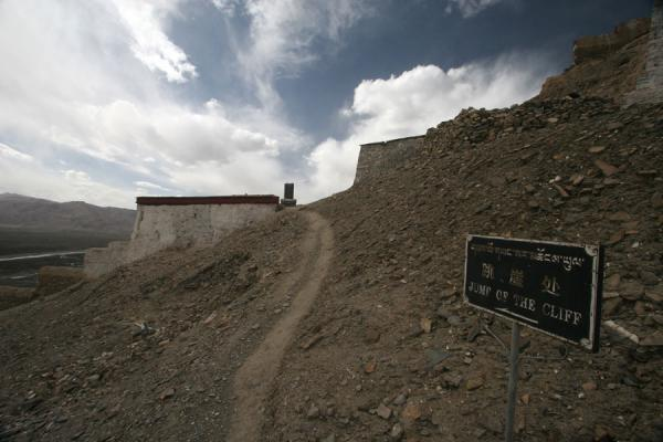 Not an invitation to suicide but to the spot where a Tibetan soldier jumped off | Gyantse fortress | China