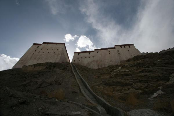 Buildings of the Gyantse fortress seen from below | Gyantse fortress | China