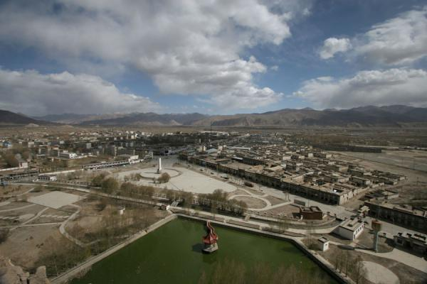 Picture of Modern part of Gyantse seen from Gyantse fortress
