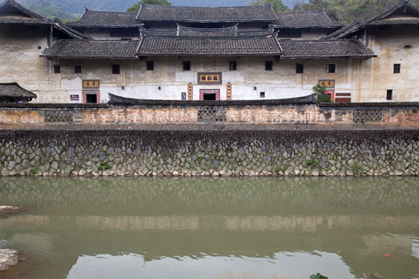 Picture of Hongkeng Tulou Cluster (China): Fuyu Lou seen from the other side of the river running through the Hongkeng cluster