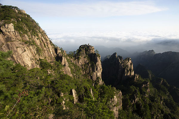 Early morning view over the northern side of the Yellow Mountains | Huangshan Mountains | Chine