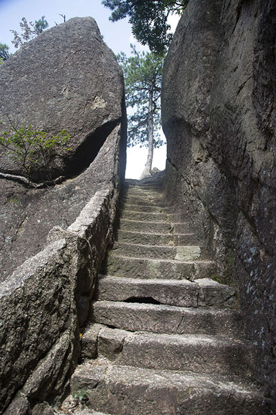 Some of the 60,000 steps carved out in the mountains of Huangshan | Huangshan Mountains | Chine