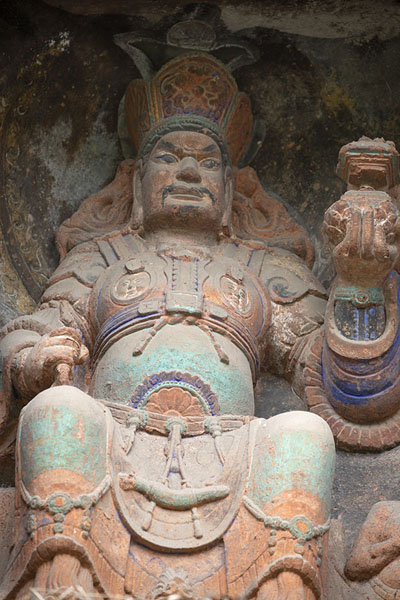Colourful statue in a niche in the cliff at Jiajiang | Falesia dei mille Buddha | Cina