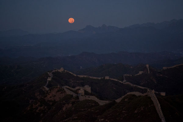 Picture of Jinshanling Great Wall (China): Full moon setting over the Great Wall of Jinshanling