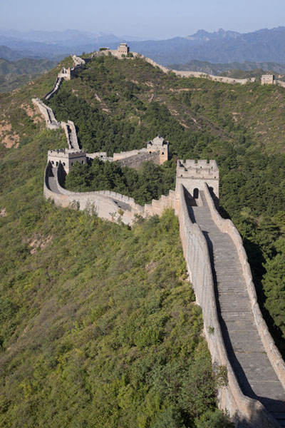 The central section of Jinshanling Great Wall with meandering wall and watchtowers | Jinshanling Great Wall | China