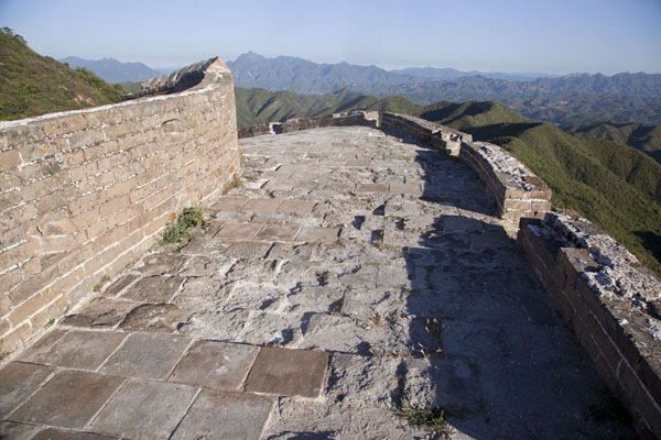 Picture of Jinshanling Great Wall (China): Remote section of the Jinshanling Great Wall with sweeping views over the mountains
