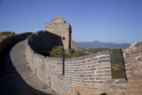 Picture of Jinshanling Great Wall (China): Restored section of the Jinshanling Great Wall with the Large Jinshan Tower in the background