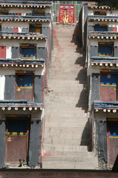 Stairs between lodging of monks at Jyekundo monastery | Dondrubling monastery | China