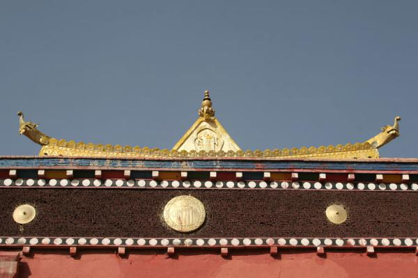 Picture of Golden roof of temple at Jyekundo monastery seen from below