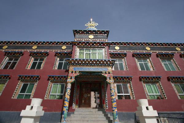 One of the principal buildings of Jyekundo monastery | Dondrubling monastery | China