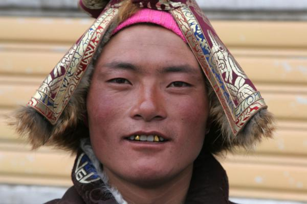 Man with golden teeth posing in the streets of Jyekundo | Jyekundo faces | China