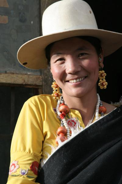 Friendly woman showing her beauty and jewellery | Jyekundo faces | China