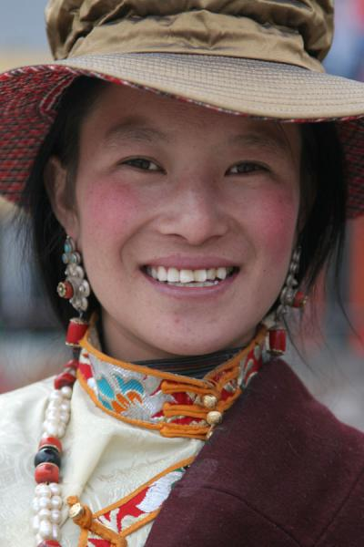 Colourful and bright woman posing for the camera | Jyekundo faces | China