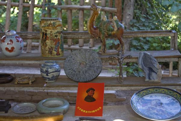 Picture of Mao among the items for sale in one of the shops of the Karez museum