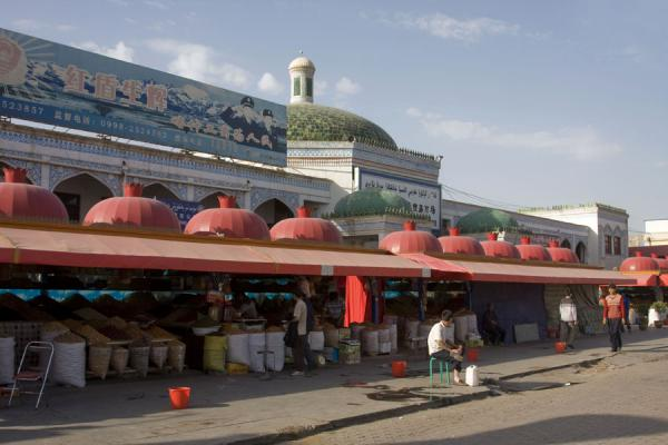 The street side of Kashgar bazaar | Bazar de Kachgar | Chine