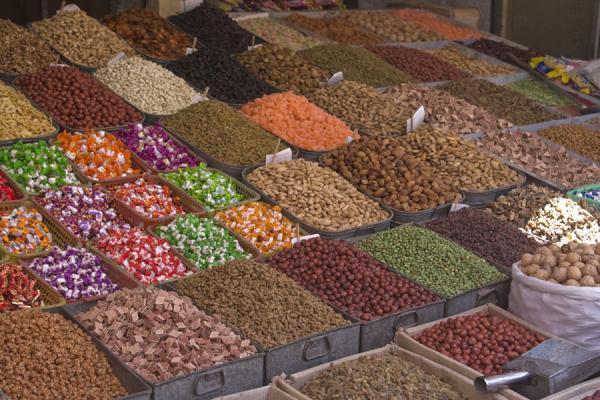 Nuts and candy for sale at Kashgar bazaar | Bazar di Kashgar | Cina