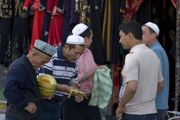 Foto di Selling melon at the marketKashgar - Cina
