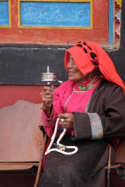 Traditional Khampa woman outside Tagong monastery | Khampa Tibetans | China
