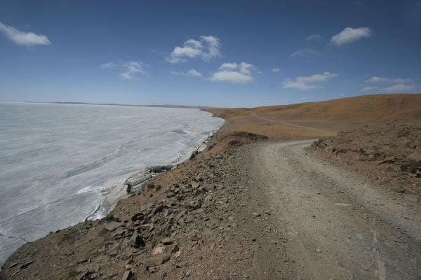 Road and icy shore of Ngoring Tso | Ngoring Lake | China