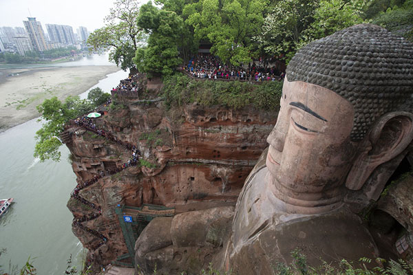 Foto van The Giant Buddha and the confluence of the Dadu and Min river in the backgroundLeshan - China