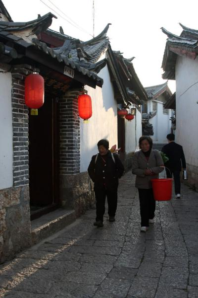 Narrow streets and lanterns are everywhere in Lijiang | Lijiang Old Town | China