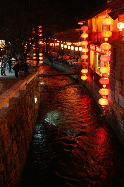 Canal by night: Lijiang is brightly lit when darkness falls | Lijiang Old Town | China