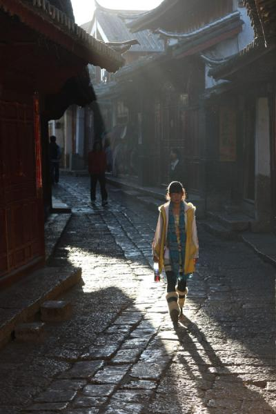 Young girl walking a street of the old town of Lijiang | Lijiang Old Town | China
