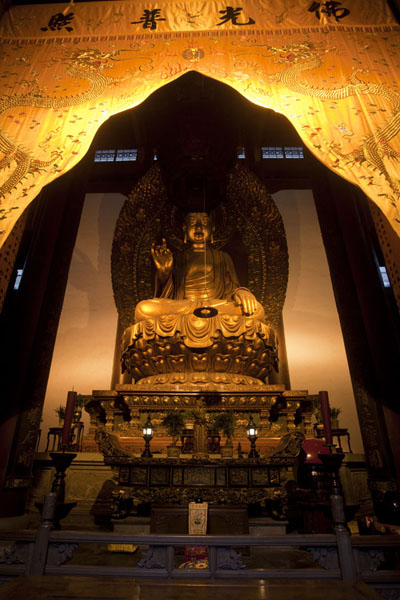Picture of Lingyin temple complex (China): Interior of Lingyin temple with gigantic Buddha statue